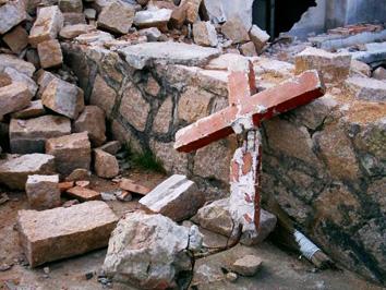 ca_200811_01_photo_BrokenCross